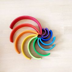 Houten regenboog van Grimm's of Bajo: spelvormen - unicorns & fairytales Grimm's Toys, Grimms Rainbow, Rainbow Blocks, Irises, Wooden Rainbow, Handmade Wooden Toys, Kids Wood, Montessori Toys, Inspiration For Kids