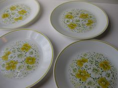 """Vintage Corelle """"April"""" Green and Yellow Floral Dinner Plates Set"""