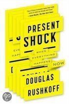 """Engelstalig - Het boek """"Present shock"""" is heel erg goed. Hij laat daarin zien dat we – als het het om het heden gaat – net als een hert zijn dat in de koplampen van een naderende auto staart en vergeet om in actie te komen."""