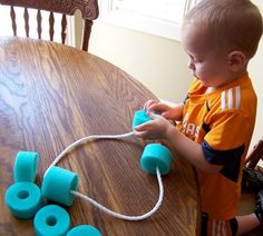 Pool Noodle Stringing Busy Bag: A toddler fine motor and hand/eye coordination activity Motor Activities, Infant Activities, Preschool Activities, Indoor Activities, Summer Activities, Family Activities, Toddler Play, Toddler Learning, Toddler Games