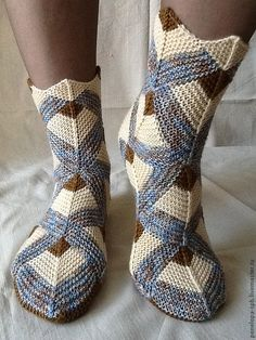 VK is the largest European social network with more than 100 million active users. Knitted Slippers, Crochet Slippers, Knit Crochet, Knitting Socks, Hand Knitting, Knitting Patterns, Work Socks, Knit Art, Knit Shoes