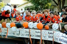 float ideas for football homecoming Football Crafts, Football Cheer, Flag Football, Husky Football, Baseball Mom, Softball, Football Homecoming, Homecoming Parade, Youth Cheer