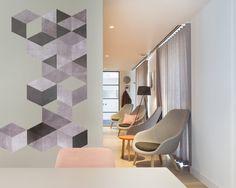 Térelválasztó fal modern mintás dekorációval