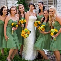 The bridal party with their sunflower bouquets. The color were stunning! --- i just love that every color looks amazing with sunflowers...makes me smile!!
