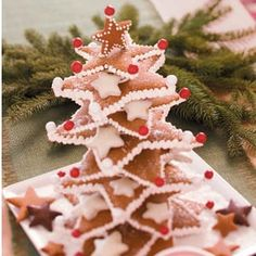 Christmas Centerpieces Ideas and DIY from Taste of Home, including Gingerbread Star Tree Recipe