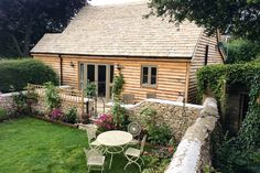 Granny annexe and contemporary granny annex solutions for your garden. Browse the range and learn how to tailor your granny annexe to perfectly suit you. Farmhouse Garden, Farmhouse Plans, Building Design, Building A House, Oak Cladding, Cottage Extension, Granny Flat, Granny Pod, Wooden Garden