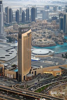 Dubai architecture & Dynamic Tower : Find The Best Hotel Deals Worldwide Dubai City, Dubai Hotel, Dubai Mall, Best Hotel Deals, Best Hotels, Interior Design Dubai, Luxury Interior, Room Interior, Interior Ideas