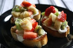 Ingredients:  1 loaf of French bread (sliced into 16, ½ inch thick slices)  2 tablespoons butter (melted)  1 ½ tablespoons sugar  1 ½ tablespoons cinnamon  4 kiwi fruit (peeled and chopped)  2 bananas (diced into small cubes)  10 large strawberries (diced)  2 tablespoons orange juice  3-4 tablespoons vanilla yogurt  Honey (for drizzling)