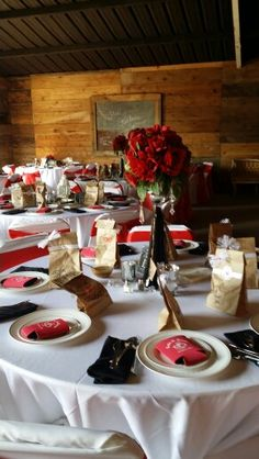 Wedding table # red # wedding #white # roses