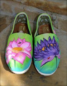 Custom Painted TOMS Shoes Lotus Flowers por ArtisticSoles en Etsy