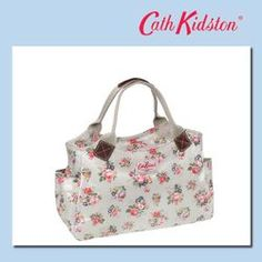 【CathKidston】キャス・キッドソンデイバッグ[Day Bag] Briar Rose STONE / 278-909 ; Cath Kidston Day Bag Briar Rose Stone ; Article number: 361651 ; Color: Stone ; Material: Oilcloth cotton coating processing (I coat it to cotton cloth and machine it) ; Size: H20.5*W36.5*D14 Handle 36 ; Weight: 455g ; Specifications: Opening and shutting fastener, Inside pocket * 1 outside pocket *2 ; Country of origin: China