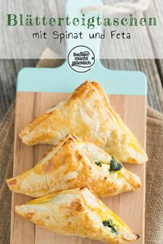 Puff pastry pockets with spinach and feta cheese Baking makes you happy - Whether on the birthday buffet, for dinner, at a picnic or as a snack: heartily filled spinach puff - Brunch Recipes, Snack Recipes, Dinner Recipes, Quick Snacks, Healthy Snacks, Cold Snacks, Spinach Puff Pastry, Spinach And Feta, Snacks Für Party