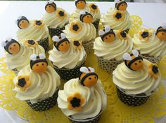 Hey, I found this really awesome Etsy listing at https://www.etsy.com/listing/151747899/fondant-bumble-bee-cupcake-topper-mommy
