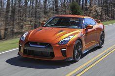 Nissan GT-R — Estipulado em torno de R$ 1 milhão, o superesportivo, apelidado de Godzilla, quer abalar o mercado de supercarros europeus. Será vendido sob encomenda com o truculento 3.8 V6 turbo de 552 cv. LEIA MAIS