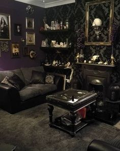 Graceful gothic bedroom for your home Gothic Living Rooms, Gothic Room, Victorian Living Room, Gothic House, Room Design Bedroom, Goth Bedroom, Gothic Bedroom Decor, Baroque Bedroom, Decor Interior Design