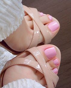 Wear a Ring On The Feet, Very Beautiful Feet Pretty Pedicures, Pretty Toe Nails, Pretty Toes, Nice Toes, Toe Polish, Feet Nails, Toenails, Pink Toe Nails, Color Nails