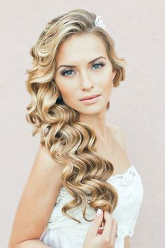Want Perfect Hair This Summer? Check out Rebecca Lynn's Tips -> http://allfemalestyle.com/longer-stronger-pinterest-exclusive-pin06/