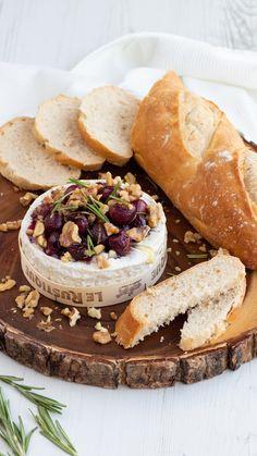 #camembertrecept #geroosterdedruiven #druiven #camembert #kaas #kaasinspiratie #kaasrecept #cheese #cheeseinspiration #cheeserecipe #grapes #somethingelse #delicious #bread #oven Cheese Recipes, Fondue, Camembert Cheese, Bread, Desserts, Seeds, Tailgate Desserts, Brot, Dessert
