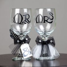 Make these special wedding toast goblets for the bride and groom with the Art Nouveau cartridge!