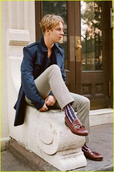 British Singer Tom Odell Thinks America's Political Climate is 'Pretty Terrifying'. But I love his socks. Odell Hair, Tom Peters, Tom Odell, Declan Mckenna, Another Love, Alex Turner, Famous Singers, Celebs, Celebrities