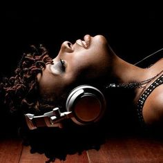 Dianne Reeves - Waiting In Vain *k~kat jazz café* The Smoothjazz Loft Soul Music, My Music, Jeane Manson, Bob Marley, Dianne Reeves, Dj Dj Dj, Best Gaming Headset, Girl Dj, Jazz Cafe