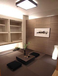 和室コーディネート|栗色のカラー畳と壁面のアクセントクロスで、統一感と落ち着きを。ローテーブルと吊押入れで空間の広がりも。 Interior Design Living Room, Living Room Decor, Bedroom Decor, Design Bedroom, Asian Interior, Japanese Interior, Japanese Modern, Japanese House, Zen Room