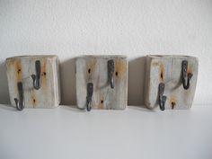 *--LE TROIS-- Treibholz Garderobe*    Originelle Garderobe bestehend aus 3 Treibholz Kuben. Jeder Kubus wurde mit 2 Haken versehen.Da diese Gardero...