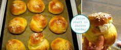 Amazing shrove sunday buns! Pretzel Bites, Buns, Sunday, Bread, Amazing, Recipes, Food, Domingo, Breads