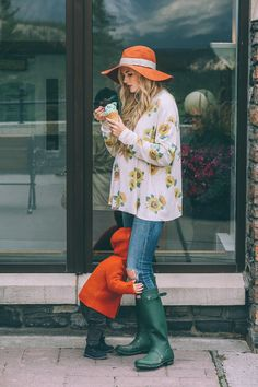 Barefoot Blonde eating icecream at Fairmont Banff Springs - Pregnant Womans World Fall Maternity Outfits, Maternity Wear, Maternity Fashion, Country Maternity, Maternity Style, Baby Bump Style, Mommy Style, Style Me, Cool Mom Style