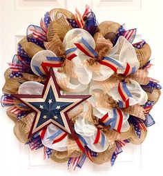 How to Make a Wreath for Memorial Day. Show off your patriotic spirit throughout the summer with this easy tutorial for a deco mesh, burlap or yarn wreath. #MemorialDay #wreath #crafts #DIY