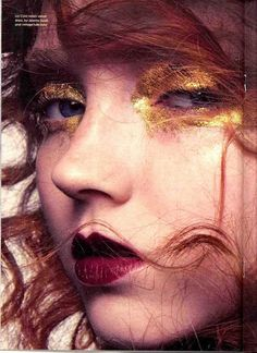 Another one of the weird things I want, gold glitter for my eyes