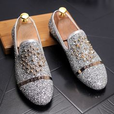 MS006 Europe bling Flat Leather Shoes Rhinestone Fashion Mens Loafer Dress  Shoes Men Casual Diamond Pointed 420ea69bc1a