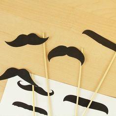 Juega con los estereotipos a tu favor y haz objetos con los que tus invitados se puedan tomar fotos.   19 Consejos para llevar una fiesta mexicana al siguiente nivel