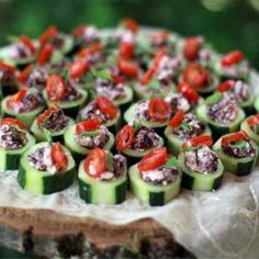Bite Sized Greek Salads- perfect #MoshuluSpringPicnic finger food! @Moshulu Shoes