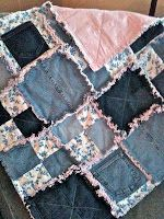 jean quilt...cheap idea for keira's bed. Extra layer of warmth. Uses up all those jeans in the basement.  Some good photos of other quilts showing different colours