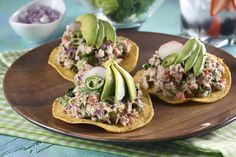 Prepare this delicious tuna salpicón that you will love, since it is not the typical recipe. It is made from a mixture of lettuce with a little kale, goat cheese and a mixture of flaxseed, amaranth, chia and pumpkin seeds. Mexican Dinner Recipes, Lunch Recipes, Seafood Recipes, Chicken Recipes, Healthy Recipes, Healthy Cooking, Healthy Eating, Cooking Recipes, Healthy Food