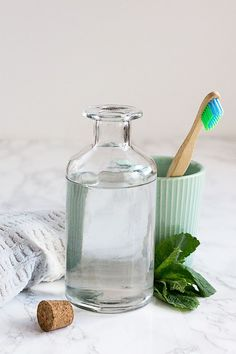 Make This Essential Oil Mouthwash & Say Hello to Minty Fresh Breath (Hello Glow) Homemade Beauty, Diy Beauty, Beauty Soap, Beauty Hacks, Coconut Oil Pulling, Mouthwash, Beauty Recipe, Dental Care, Herbalism