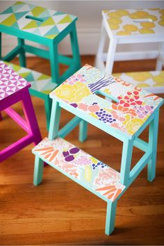 DIY wallpaper stools - such s simple idea with a huge impact! #diy #stools #wallpaper #project