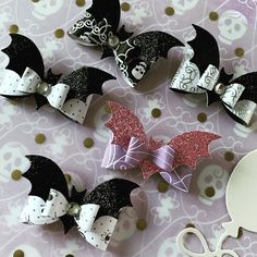 Fall Paper Crafts, Halloween Paper Crafts, Halloween Bats, Couple Halloween, Halloween 2019, Diy Crafts, Halloween Stuff, Halloween Ideas, Food Costumes