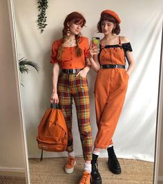 Retro Dresses – Vintage Inspired Cloths Collection Fell in love with orange by checking these vintage casual dresses in the picture below! A charming orange plain fitted shirt with the orange check pants in vintage style offer straight from famous de Retro Vintage Dresses, Vintage Inspired Dresses, Retro Dress, Vintage Pants, Vintage Clothing, Set Fashion, Look Fashion, Fashion Outfits, Dress Fashion