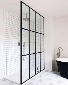 Black Framed Shower Doors Stupefy Bath Outstanding Door Frame For Your Home Inspiration Design Ideas Minimalist Showers, Minimalist Bathroom, Framed Shower Door, Shower Doors, Bad Inspiration, Bathroom Inspiration, Modern Bathroom Design, Bathroom Interior Design, Modern Bathtub