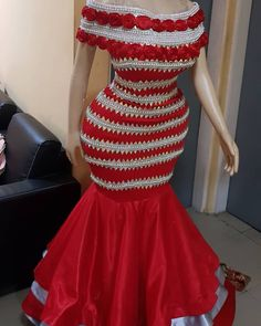 Pepper Red And Sliver beaded ❤❤❤💋💄💍 African Wear, African Attire, African Style, African Dress, Nigerian Fashion, Ankara Fashion, African Fashion, African Patterns, Kitenge