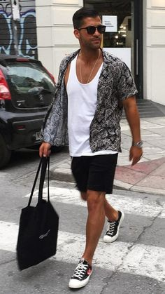 Beach Outfits for Men. Genius Beach Outfits for Men. Men S Beach Outfit Mind Blowing Influence Of Female Beauty Stylish Summer Outfits, Winter Outfits Men, Black Men Summer Outfits, Casual Outfits, Chinos Men Outfit, Men Shorts, Black Shirt Outfit Men, Outfit Strand, Outfits For Mexico