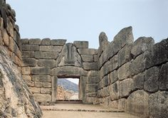 """the """"Lion Gate"""", the main entrance to Mycenae, built using the trilithic technique: 2 vertical elements (jambs) surmounted by an orthogonal element (the architrave). Mycenaean, Minoan, Heinrich Schliemann, Lions Gate, Architrave, Main Entrance, Leoni, Civilization, Art History"""