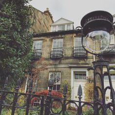 Don't you just love those Edinburgh street lights. This one is on Dean Terrace in Stockbridge. #streetlights #streetstyle #history #architecture #georgian #stockbridge