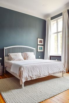 Bedroom of Little House on the Corner with rug on the wooden flooring in the bedroom - September 22 2019 at Bedroom Wooden Floor, White Wooden Floor, Bedroom Flooring, Bedroom Furniture, Bedroom Decor, Bedroom Ideas, Furniture Makeover, Furniture Ideas, Bedroom Rugs