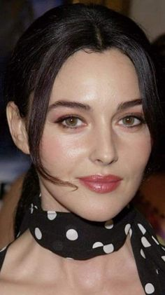 Monica Bellucci - I want this lipstick color Monica Bellucci, Hollywood Heroines, Hollywood Celebrities, Hollywood Actresses, Hollywood Fashion, Bond Girls, Hollywood Actress Name List, Italian Actress, Actrices Hollywood