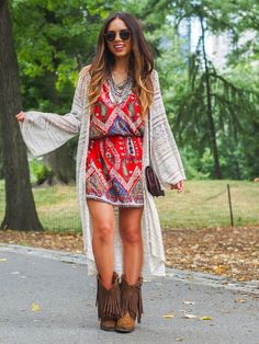 Boho chic long jacket with modern hippie tribal print romper and suede fringed boots. For the BEST Bohemian fashion trends FOLLOW https://www.pinterest.com/happygolicky/the-best-boho-chic-fashion-bohemian-jewelry-gypsy-/ now!