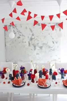 Bilderesultat for 17 mai borddekorasjon May Celebrations, Constitution Day, Holidays And Events, Norway, Table Decorations, Tips, Party, Food, Meal