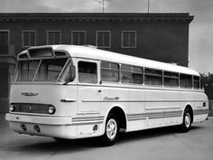 "'1959-73 Ikarus 66 Gehörte ins Strassenbild, mich erinnert er an eine Imagenere Tante ""Käthe""mit Dutt..... Rv Bus, Buses And Trains, Double Decker Bus, Bus Coach, Van Camping, Busses, Commercial Vehicle, Big Trucks, Public Transport"